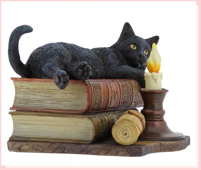 The Witching Hour The Cat lying on Book Stack Premium Figure  11/2016
